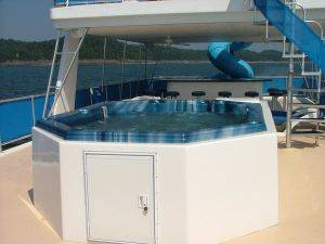 Mega Cat Houseboat Rental - hot tub and top deck - Lake Cumberland