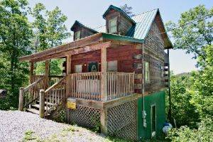 Pigeon Forge Cabin, Beary In Love - Exterior View