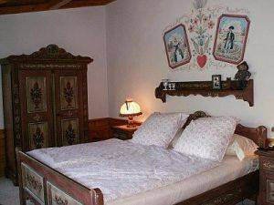 Chalet Senner - Bedroom with queen bed