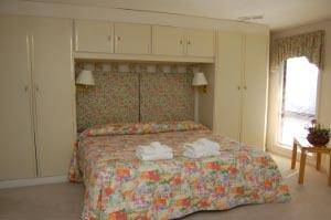 7 Dinghy Bedroom with King Size Bed