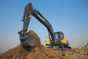 30ton Excavators picking up dirt at the job site