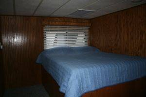 Bedroom in Good Times Dream Cruzin Houseboat For Rent in Dale Hollow Lake, TN