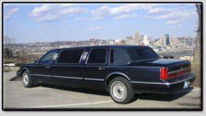 Lincoln Town Car 6 Passenger Rental Exterior