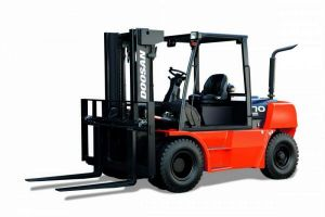 Doosan D50C-5 Forklift front and side view
