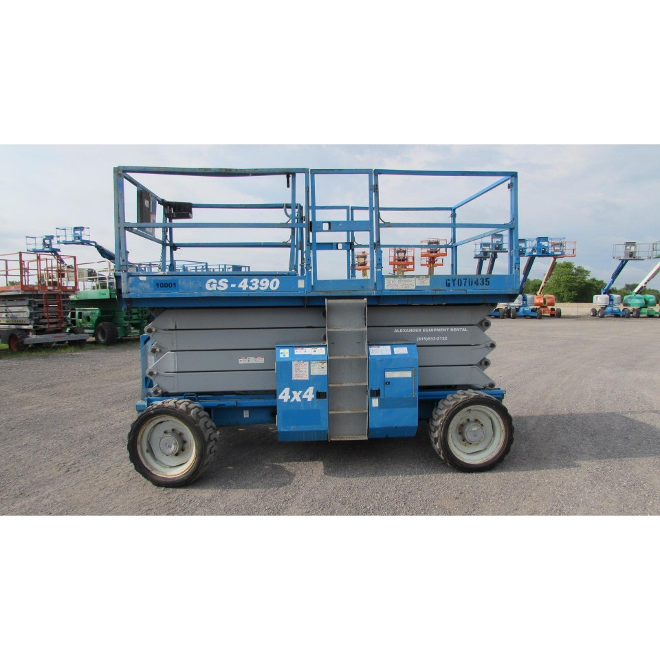 Madison, Wisconsin Rough Terrain Scissor Lift For Rent