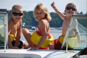 Fun with the family at Lake Cumberland with State Dock Boat Rentals