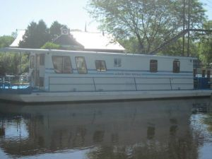 Rent Houseboat On Wolf River