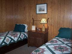 Mountainwood Cabin Bedroom with twin beds