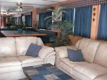Living Area on the Star Ship II Houseboat For Rent in Dale Hollow Lake, Tennessee