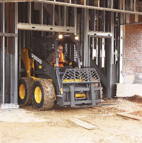 MC90 Skidsteer used as forklift for material handling job