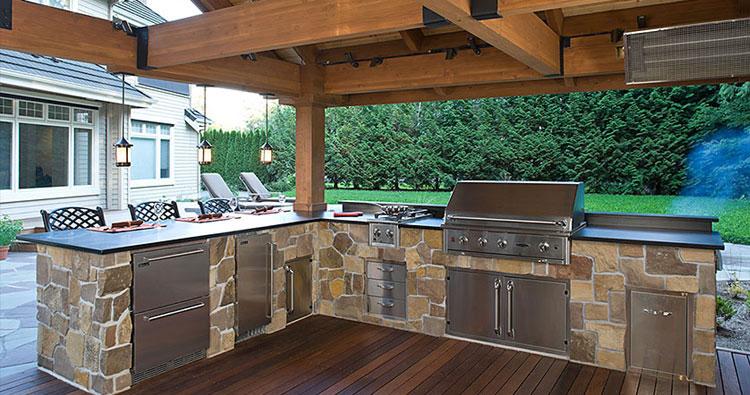 Top outdoor living space amenities